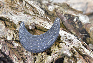 grande broche lune noir-or
