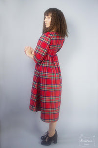 robe chaperon coupe empire en tartan rouge royal stewart- creatrice Maureen- collection Highlands