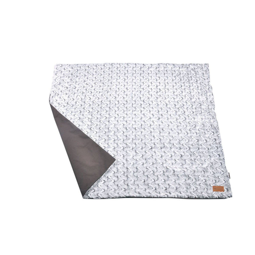 P.L.A.Y. Pet Lifestyle and You - Luxe Throw -Snuggle - Husky Gray