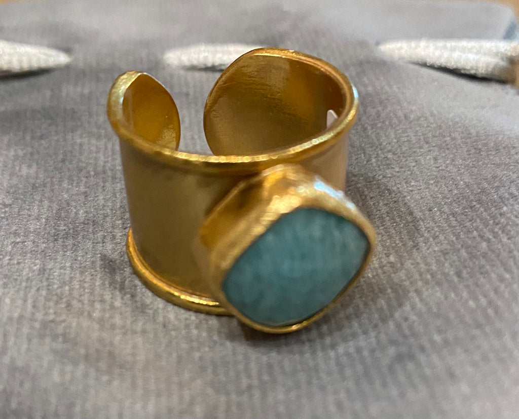 2 Chic - Adjustable 18K Gold Plated Ring with Faceted Center Stone
