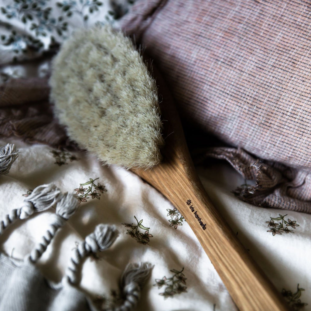 IRIS HANTVERK - LONG HANDLED BATH BRUSH