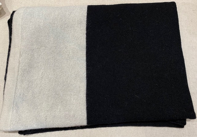 Alicia Adams Alpaca - Band Throw Black/White