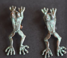 Load image into Gallery viewer, Frog Jumping  Pewter Cufflinks Antique greened  copper Plated  Peek-a-Boo