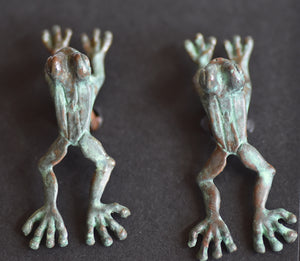 Frog Jumping  Pewter Cufflinks Antique greened  copper Plated  Peek-a-Boo