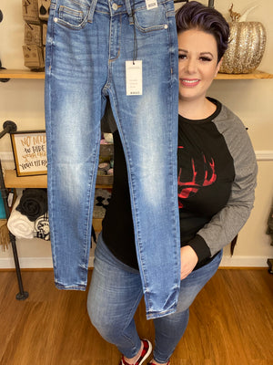 #F23 Cali's Non-Distressed Judy Blue Jeans (Medium Wash)