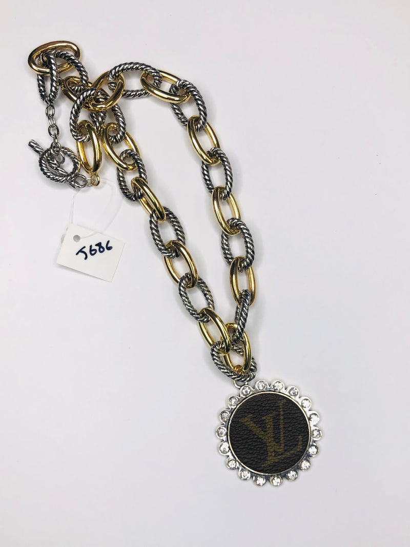 #J686 Chain Link LV Necklace