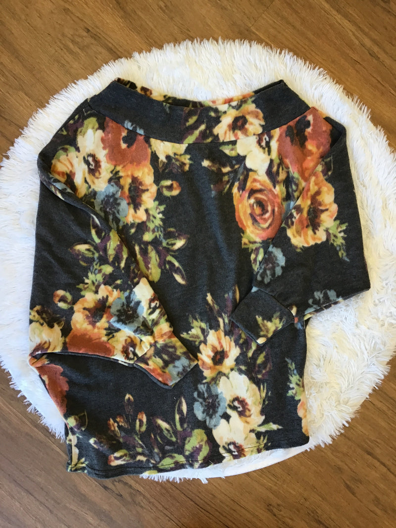 Fuzzy Floral 3/4 Top (Charcoal)