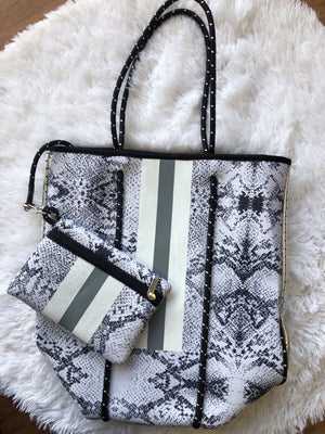 #747 Must-Have Summer Tote w/ Purse
