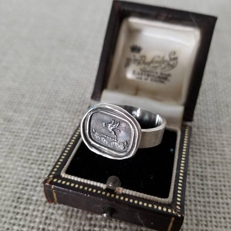 Gryphon Carpe Diem Ring - Seize the Day