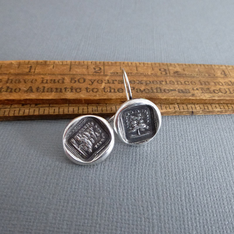 Grow don't change wax seal earrings in Italian