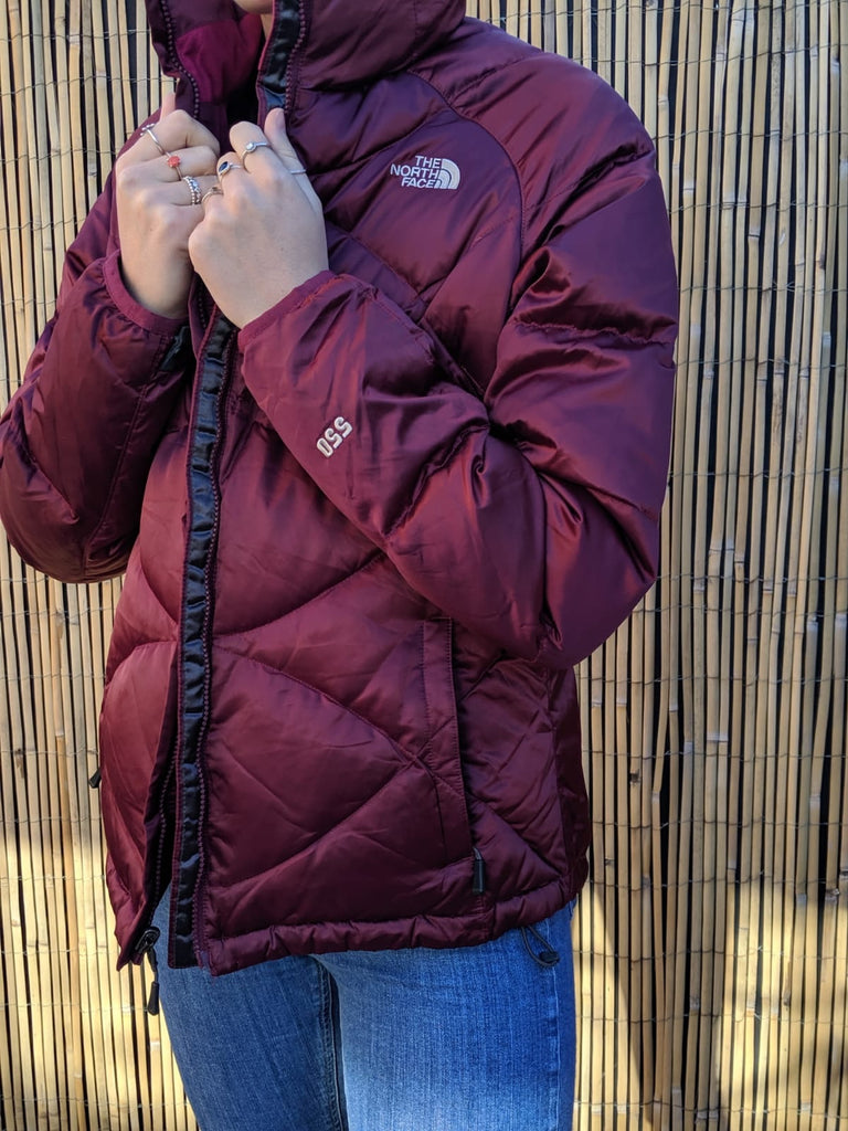 The North Face 550 Puffer Coat - purple / Burgundy - Large