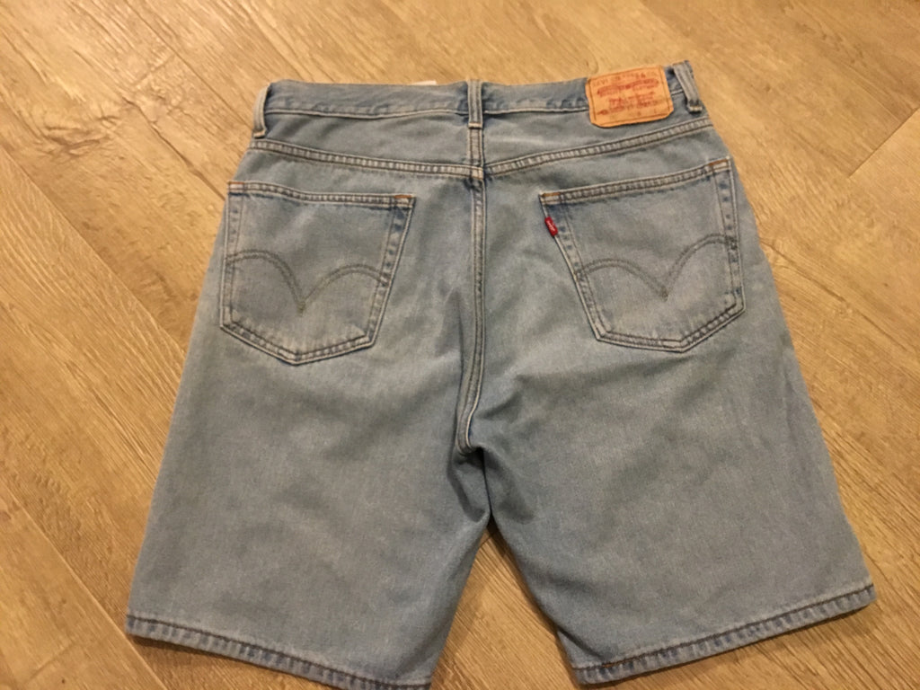 Light Denim Levi Shorts - W34 - Vintage Society