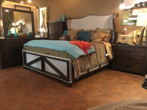 Ross Fi Queen Bed w/Dresser, Mirror, Chest, & Nightstand