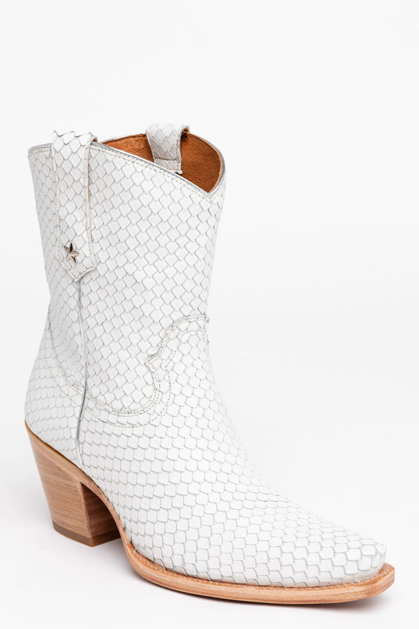 Snake My Way Western Booties - Snip Toe - White