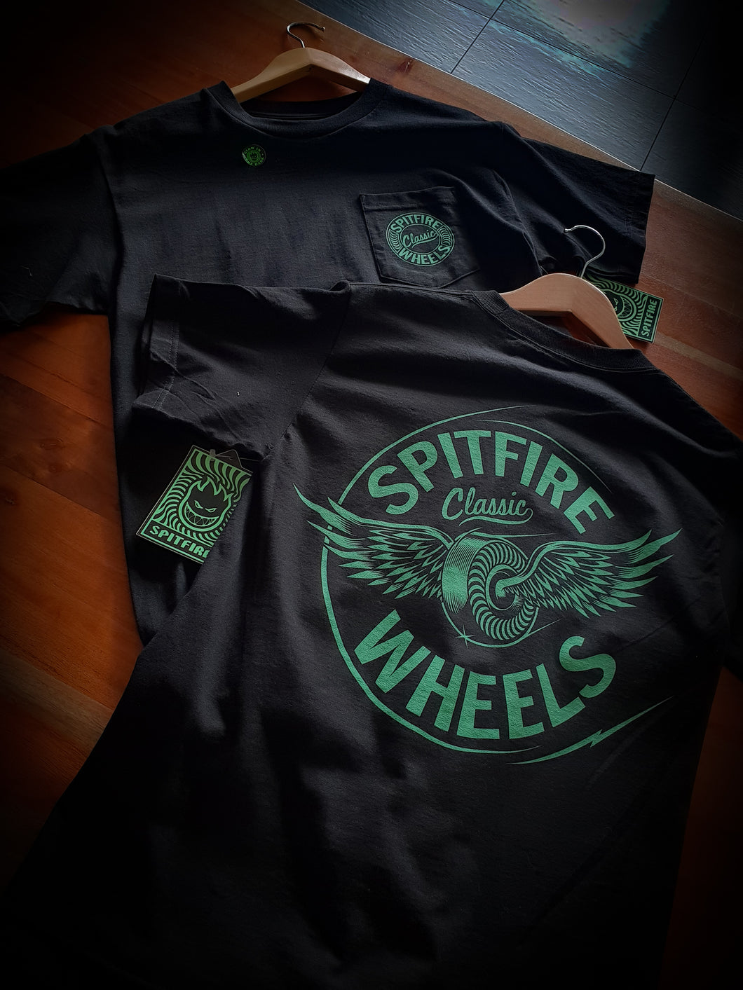 SPITFIRE - FLYING CLASSIC POCKET TEE - BLACK/GLOW IN THE DARK