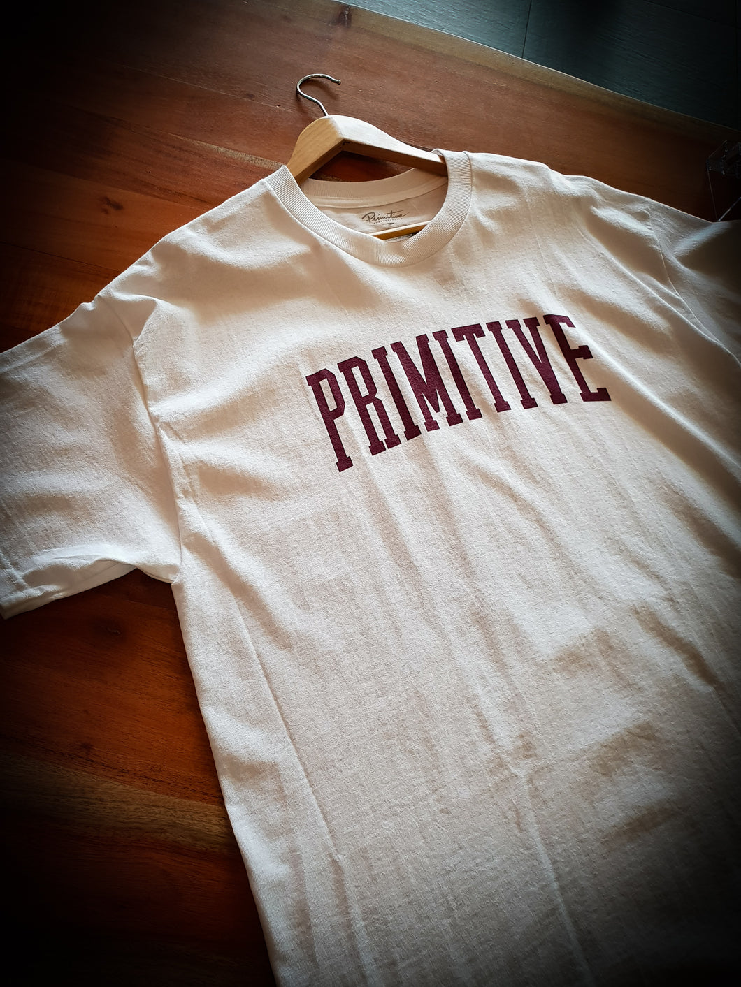 PRIMITIVE - COLLEGIATE ARCH - WHITE/BURGUNDY