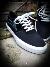Load image into Gallery viewer, LAKAI X MERIDIAN - MANCHESTER SHOES - CHARCOAL/BLACK SUEDE