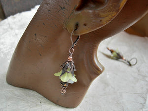 Fresh as spring, yellow & white fairy flower earrings. Resin & glass flowers, copper details & faceted crystal.