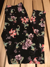 Leggings New With Tags Curvy Plus Black Floral Buttery Soft One Size Fits 16-22