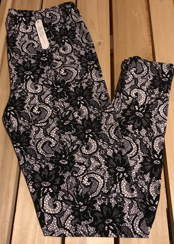 Leggings New With Tags Curvy Plus Black White Lace Buttery Soft One Size Fits 16-22