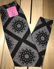 Leggings New With Tags Black White Paisley One Size Fits 0-14 Buttery Soft