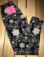 Leggings New With Tags Black White Floral Buttery Soft One Size Fits 0-14