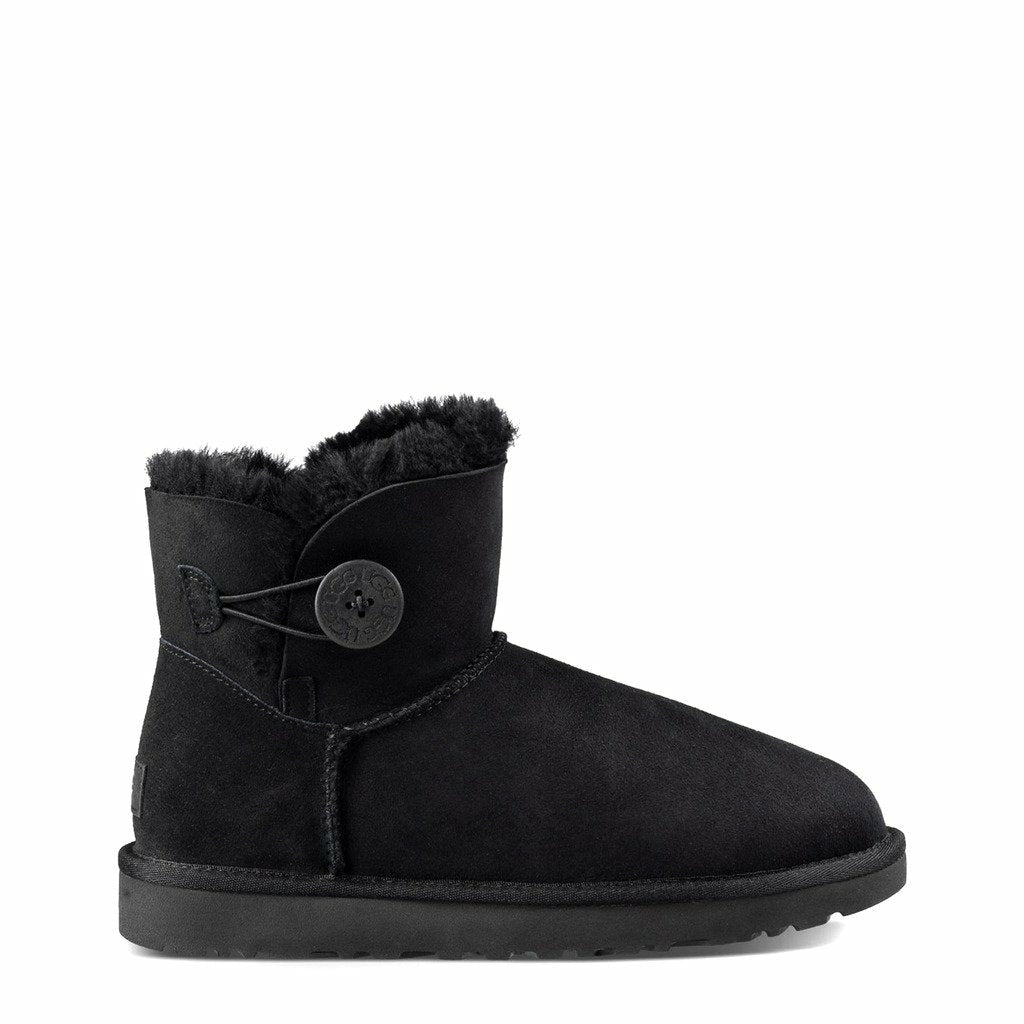 Black Boots with Round Toe