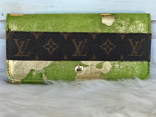 Load image into Gallery viewer, Cowhide Large Louis Vuitton Wallet