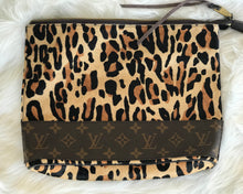 Load image into Gallery viewer, Cowhide Louis Vuitton Handbag