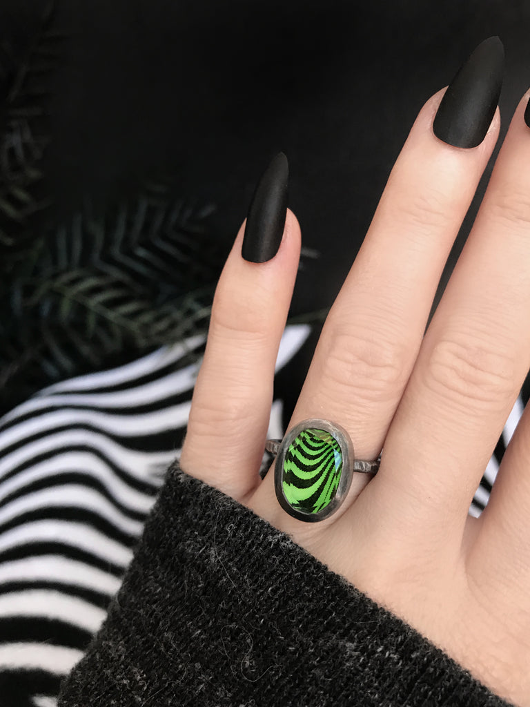 Green Glowing Pattern Ring