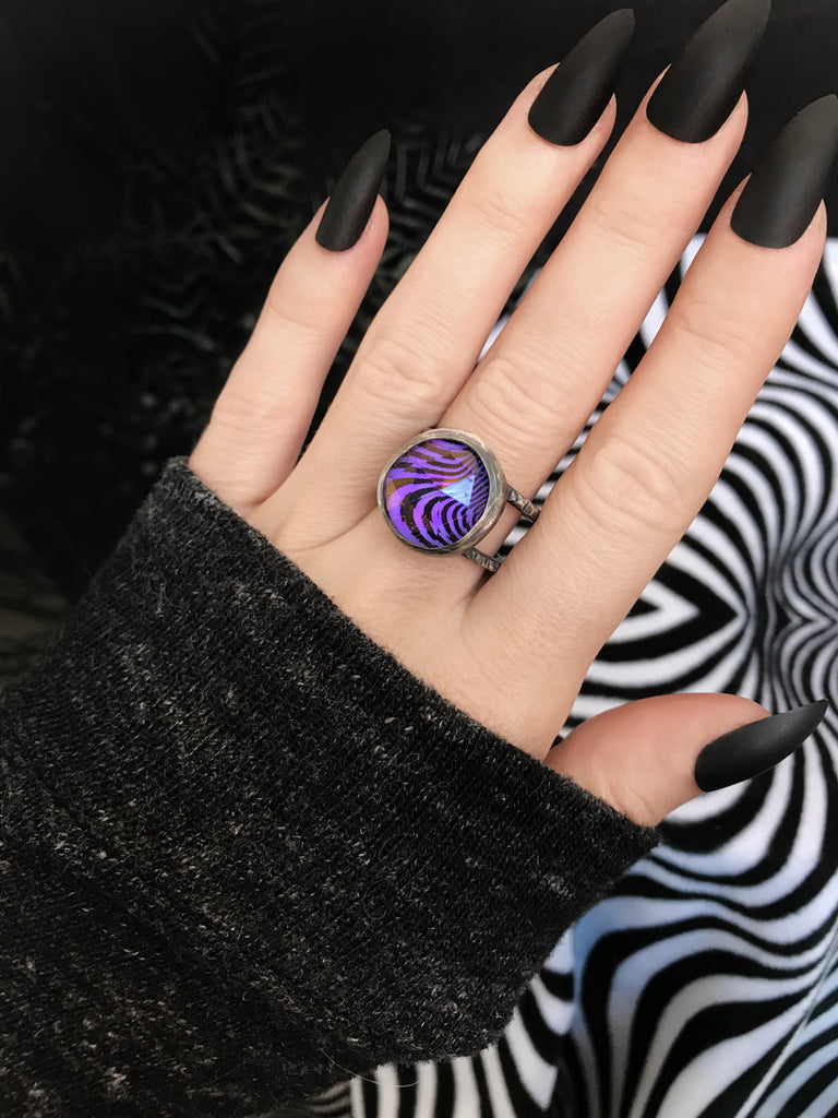 Psychedelic Glowing Purple Quartz Orbit Ring