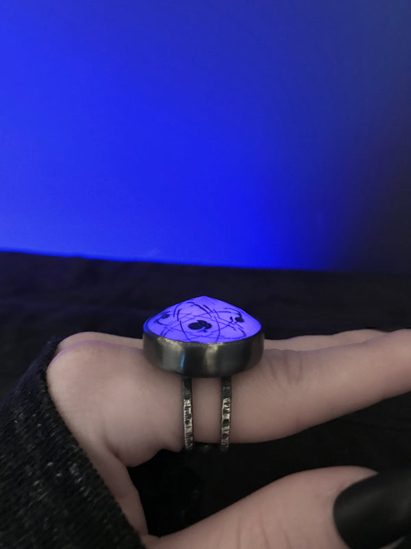 Atomic Glowing Crystal Ball Ring, size 9