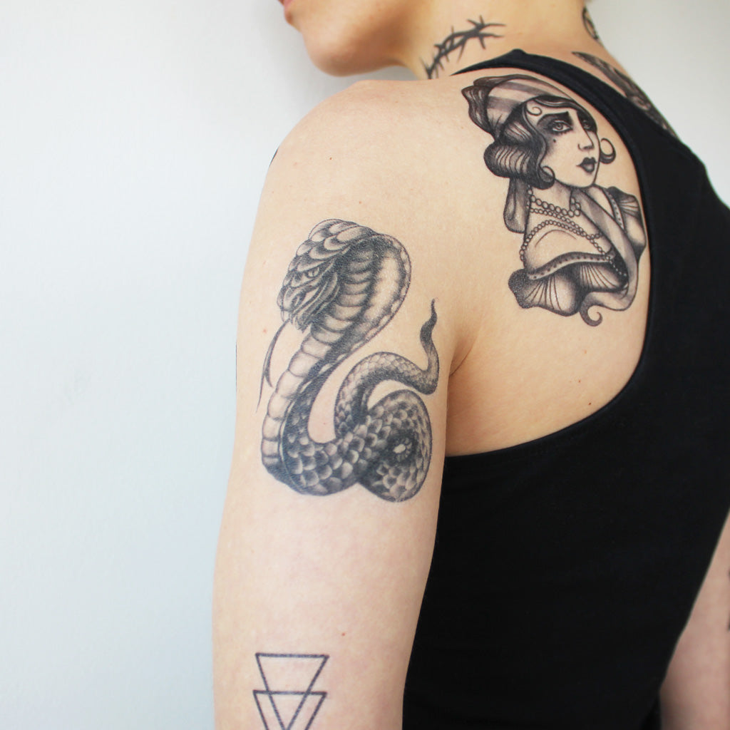 TATTOO   Feather with birds tattoo, Feather tattoos, Back