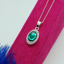 Load image into Gallery viewer, Emerald green fancy jewellery set