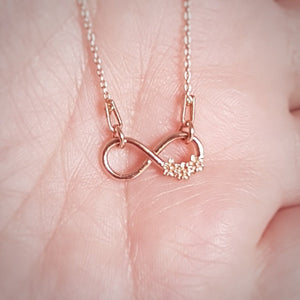 Infinity flowers - Minimal Necklace | Rose Gold Plated