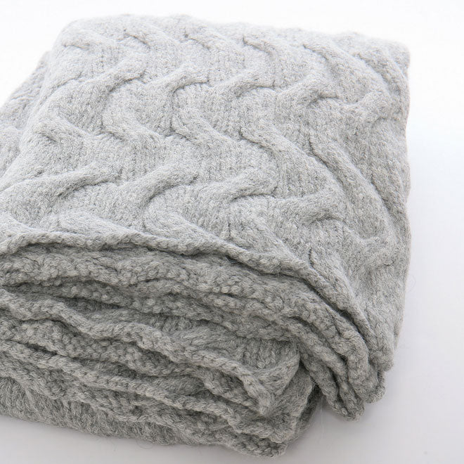 Sefte Trenza Knitted Throw Blanket