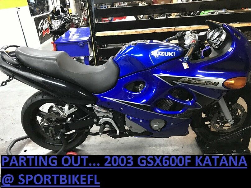 98-06 SUZUKI KATANA 600 GSX750F REAR TAIL UNDERTAIL BATTERY TRAY PLASTIC FENDER