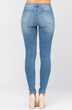 Load image into Gallery viewer, Ellis Skinny Jeans