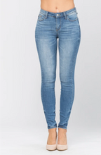 Load image into Gallery viewer, Ellis Skinny Jeans-Curvy