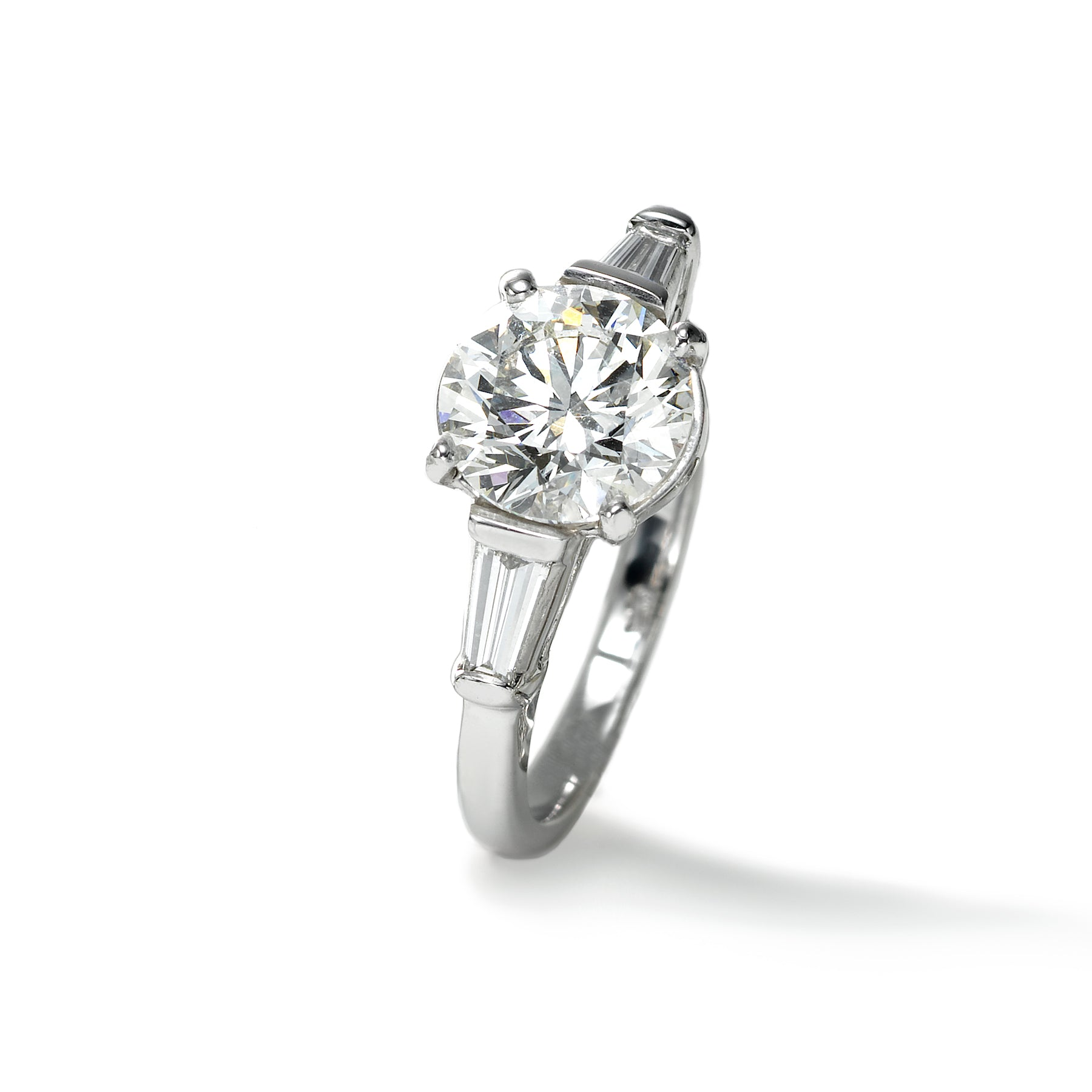 Round Diamond Ring, 2.00 Carats, Platinum