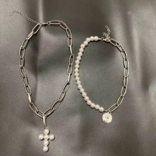 Laden Sie das Bild in den Galerie-Viewer, Coin & cross choker set - silver & gold
