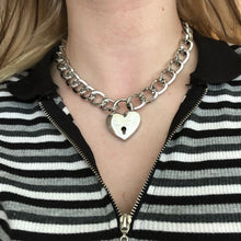 Laden Sie das Bild in den Galerie-Viewer, 'Heart on lock' chunky chain choker necklace