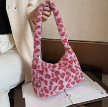 Laden Sie das Bild in den Galerie-Viewer, Fluffy Animal Print Baguette Bag - 4 Colours