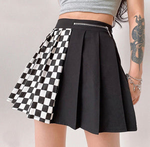 'No Games' pleated skirt