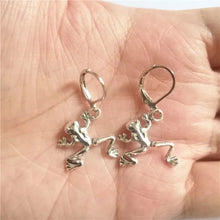 Laden Sie das Bild in den Galerie-Viewer, Frog Earrings - 2 Styles