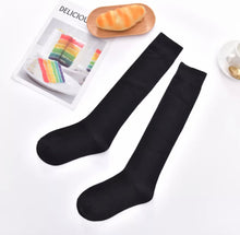 Laden Sie das Bild in den Galerie-Viewer, Under The Knee Socks - 5 Colours