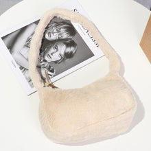 Laden Sie das Bild in den Galerie-Viewer, Fluffy Baguette Bag - 4 Colours