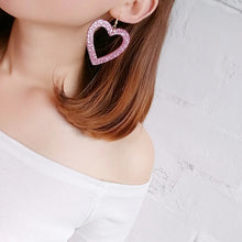 Load image into Gallery viewer, Pink glitter hearts earrings