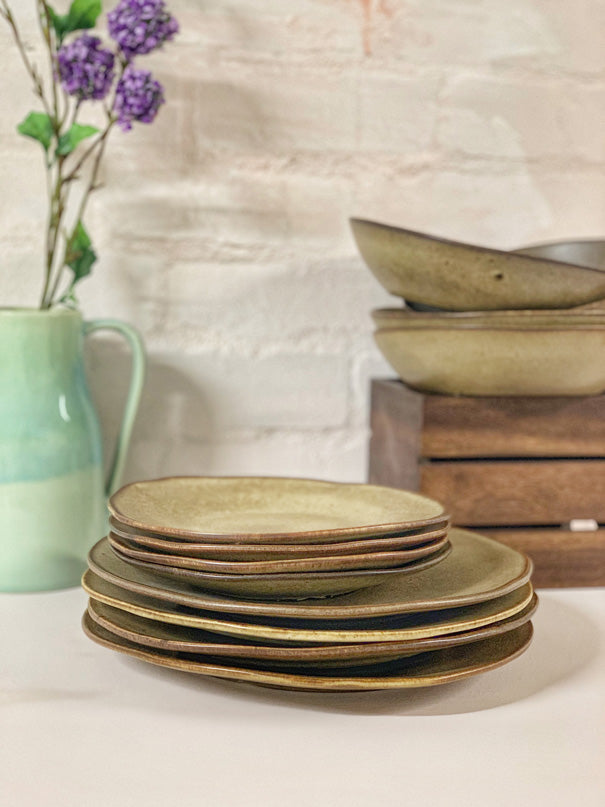 Sandy Dinner Set (4 or 6 people - 12 & 18 piece settings)