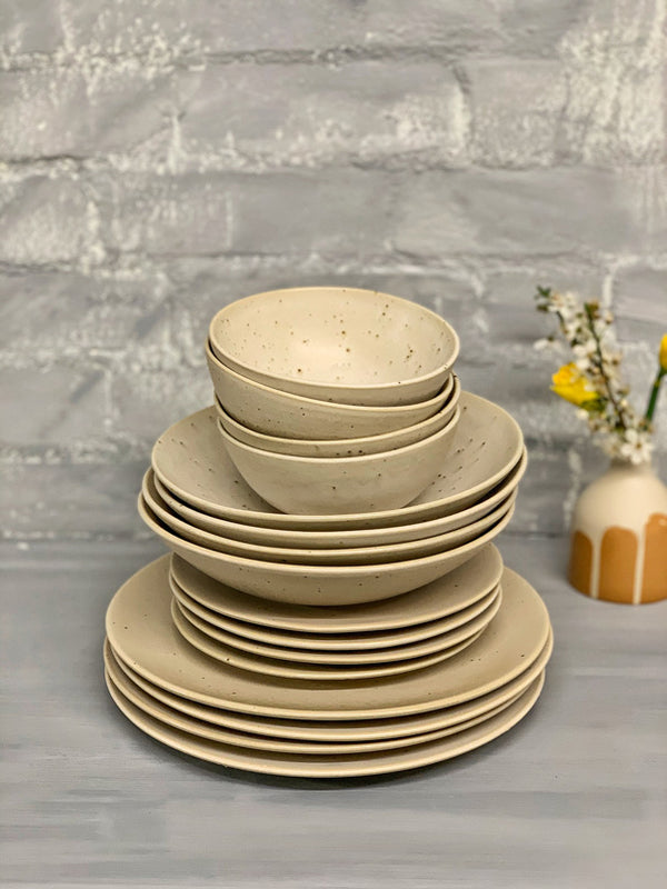 Roberta (Natural Rims) Dinner Set (4 or 6 People - 16 & 24 pieces)